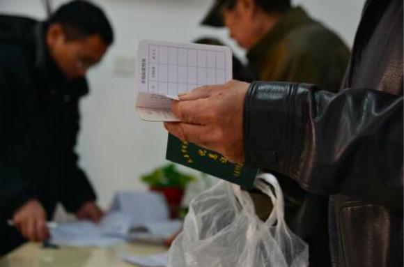 """十月起,上海困难群众申请低保只需""""一证一表"""""""