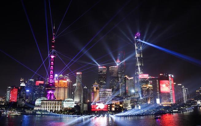上海:灯光璀璨迎国庆