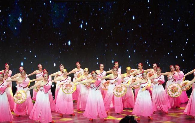 上海举行市民广场舞比赛