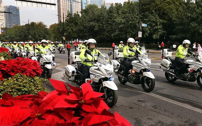 """上海警方""""铁骑队""""正式上岗执勤"""