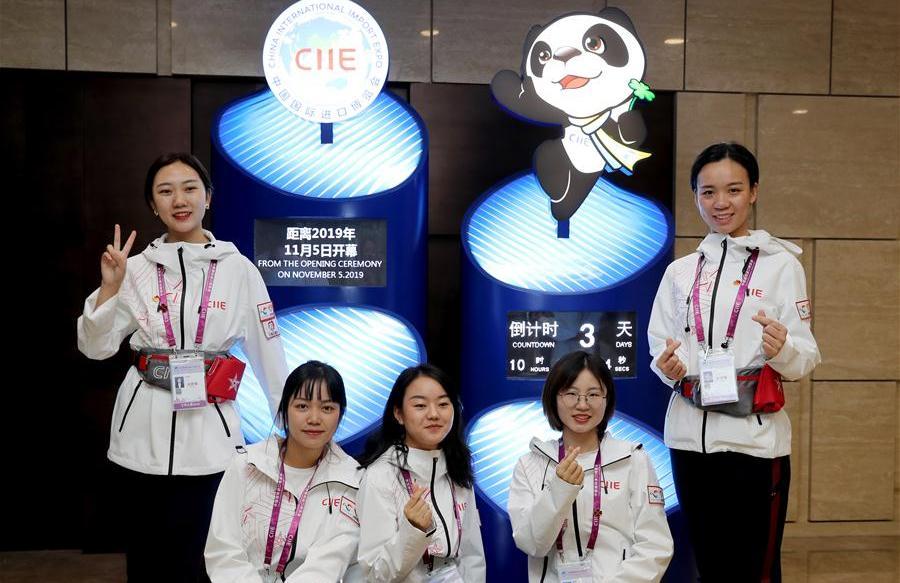云南大学生新加入志愿者队伍 助力进博会东南亚小语种服务