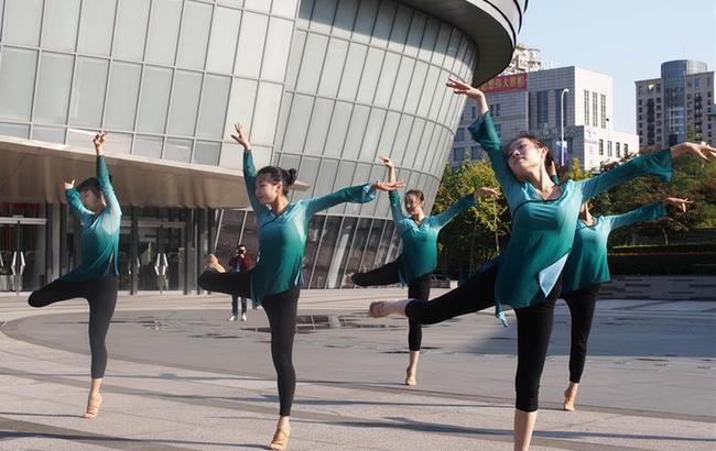 """""""舞动十二小时""""活动在上海国际舞蹈中心举行"""