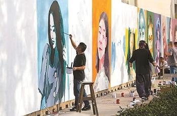"""上海竖起""""幸福墙"""" 100幅人像彩绘讲述人生故事"""
