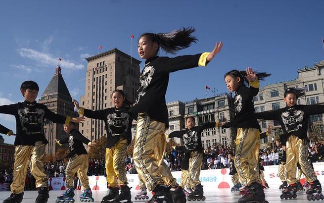 上海国际自由式轮滑公开赛开幕