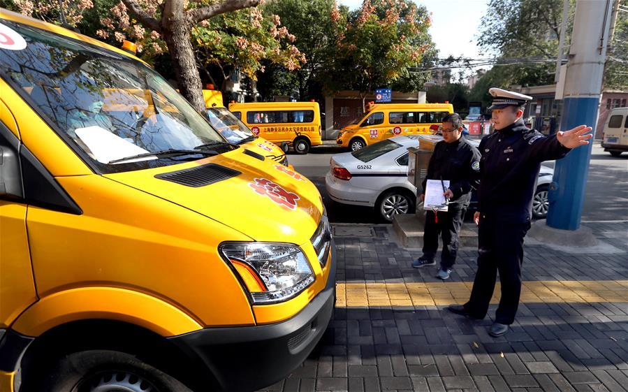 上海开展冬季校车安全隐患排查