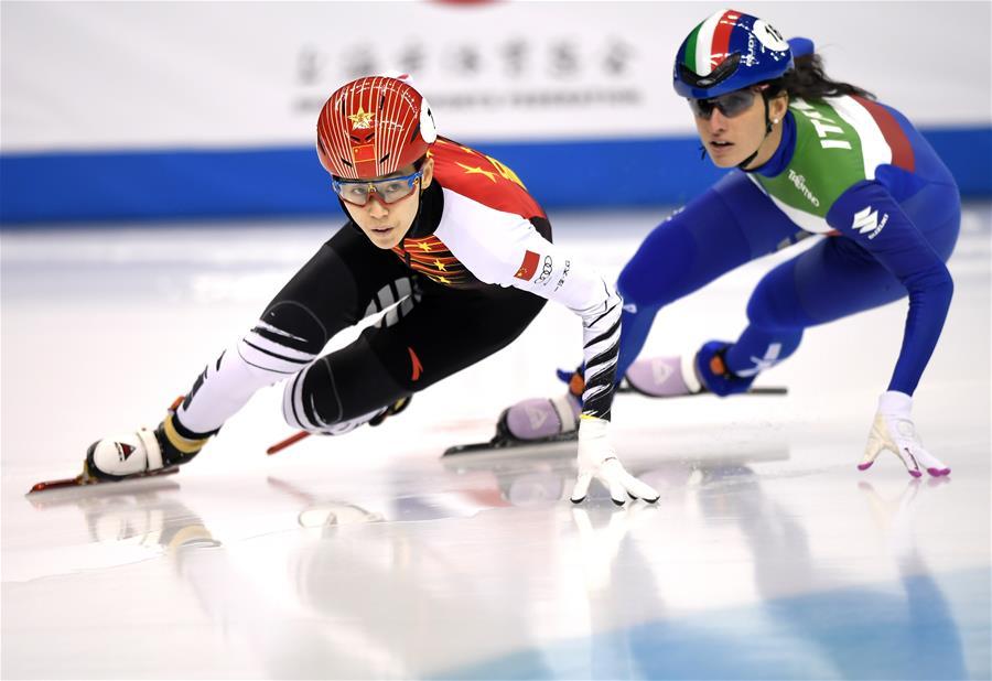 短道速滑——世界杯上海站:范可新获女子500米冠军