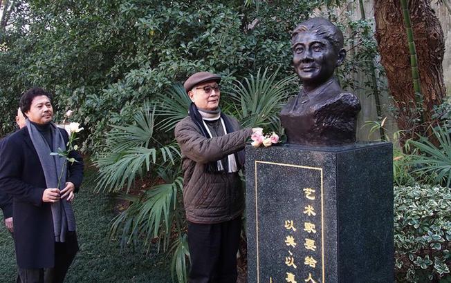 电影表演艺术家赵丹铜像在上海落成
