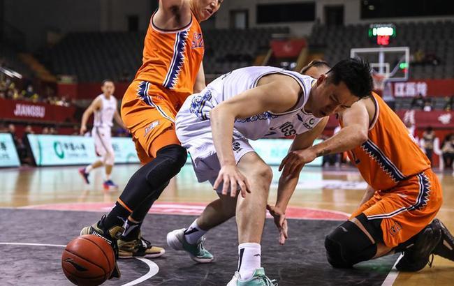 CBA常规赛:苏州肯帝亚对阵上海久事