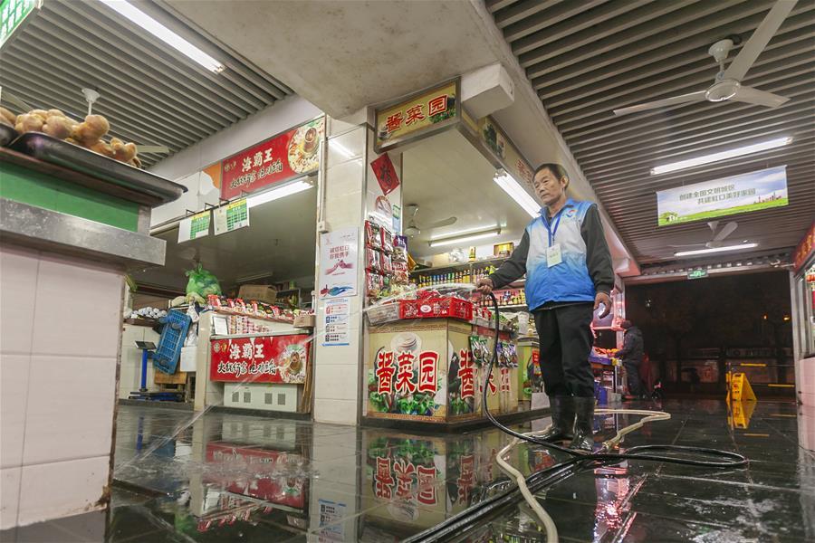 上海:農貿市場大掃除