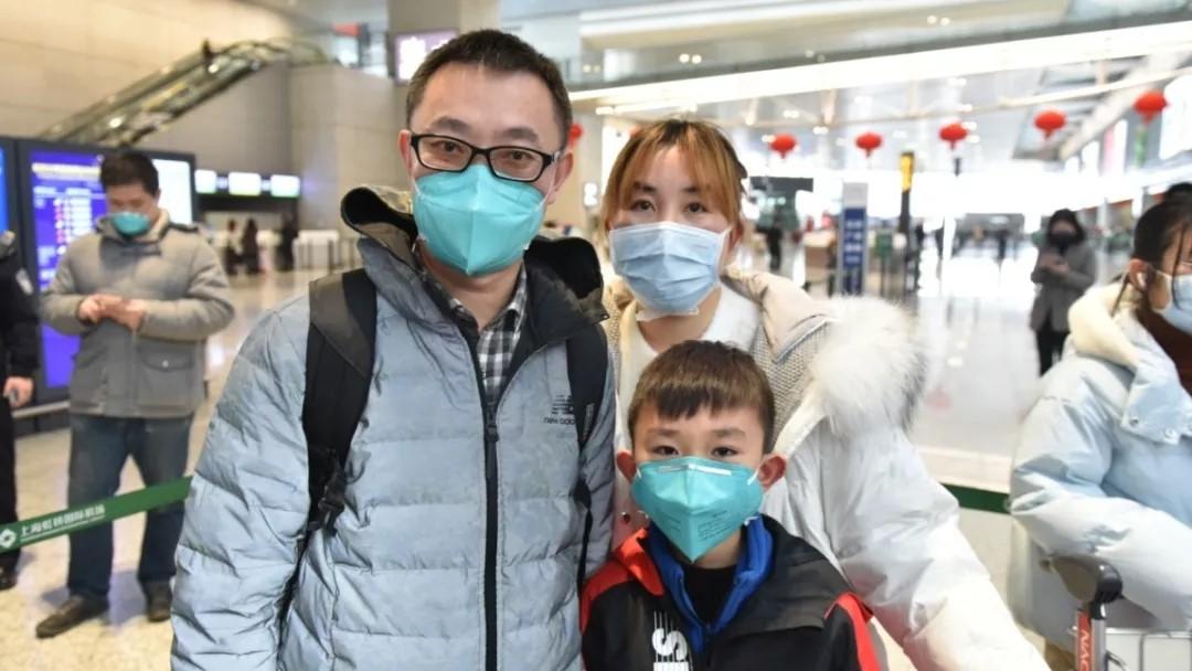 """10岁儿子写给在武汉抗""""疫""""父亲的信让人泪目!"""