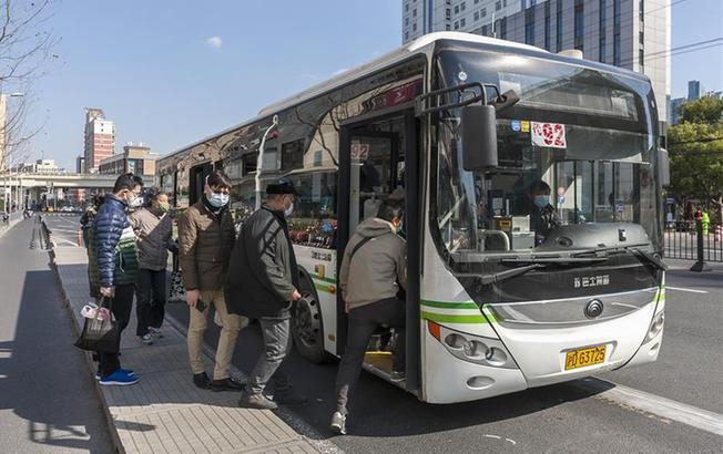 上海要求乘坐公交、出租车乘客必须佩戴口罩