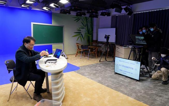 """上海:中小学在线教育3月开课千位教师加紧""""录课"""""""