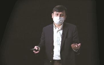 """张文宏为学生网上开出""""新冠肺炎防控第一课"""""""
