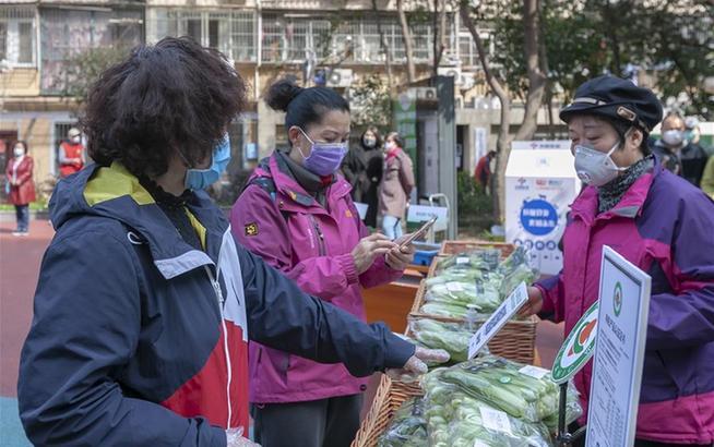 蔬菜义卖 助力防疫
