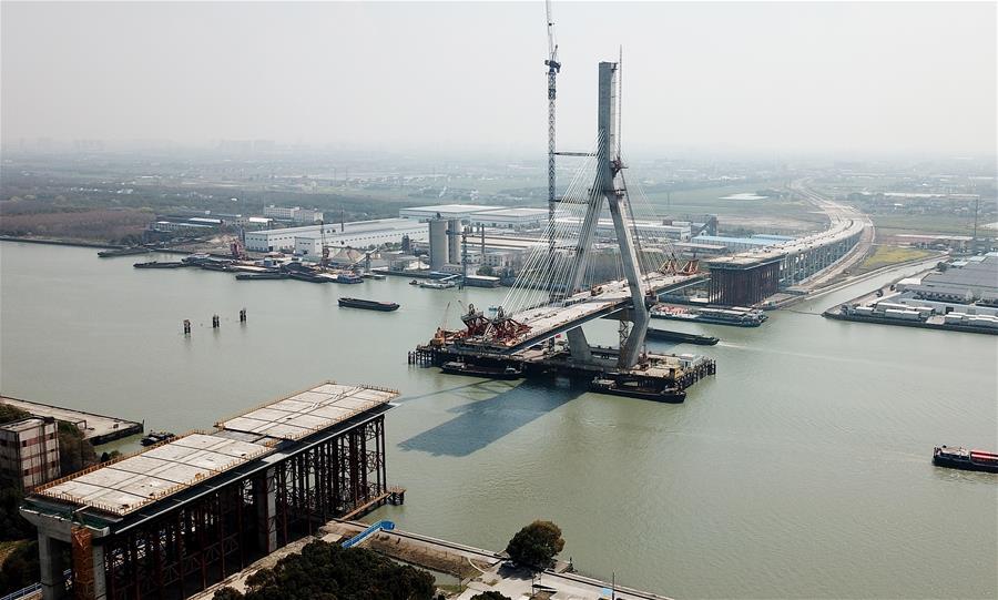 上海昆阳路大桥加紧建设