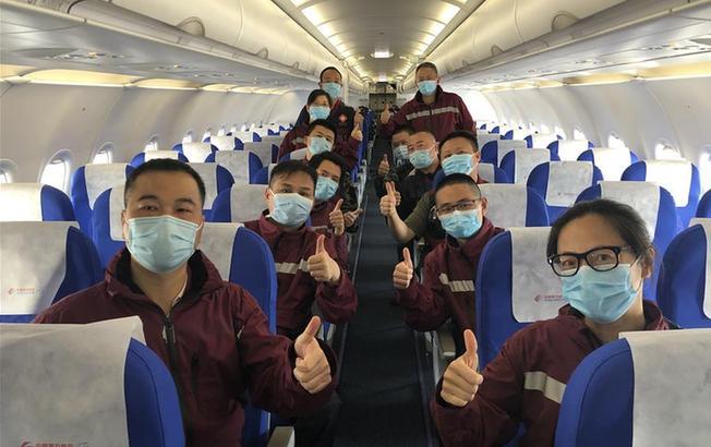 上海援鄂医疗队首批返回人员抵沪
