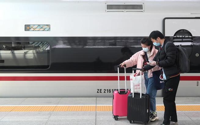 """武汉""""解封""""后首趟入沪高铁抵达上海虹桥"""