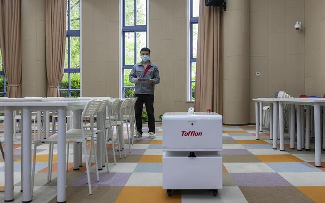 上海:消毒機器人入駐校園 保障學生返校開學