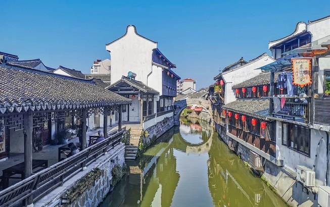"""航拍上海新场古镇:""""活着""""的江南水乡"""