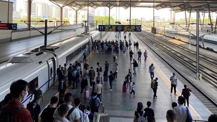 """""""五一""""小长假长三角铁路发送旅客796万人次,占全国铁路客发量24%"""