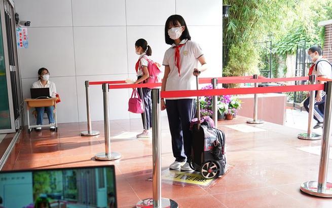 上海:第三批约60万名中小学生返校开学