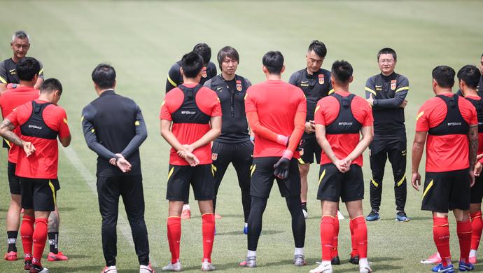 国足上海集训最后一战 四球大胜上海申花