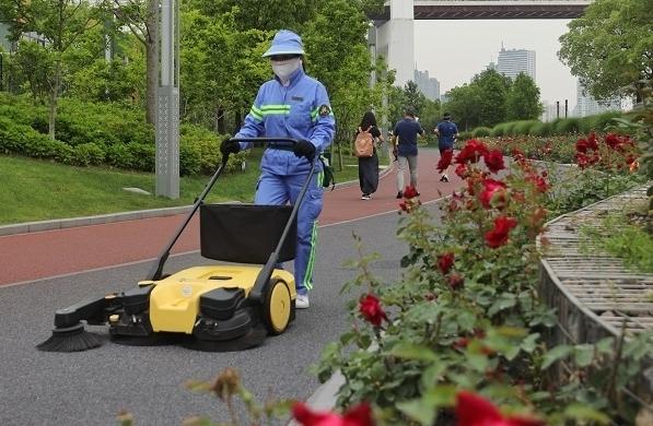 """上海这些高标准保洁区域凭啥让人""""席地可坐""""?"""