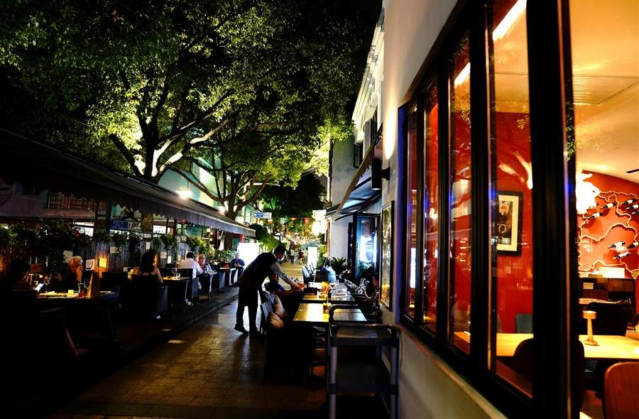 """上海""""老外街""""的繁华夜市"""