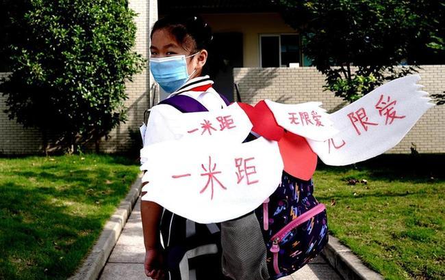 上海小学低年级学生返校开学