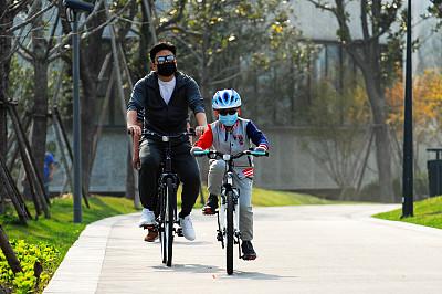 上海市疾控中心提示:口罩戴好 生鲜煮熟