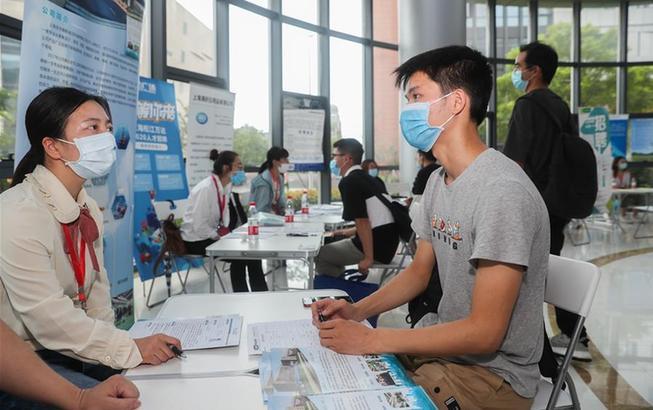 上海:夏日求职忙