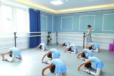 上戏毕业生创办芭蕾培训学校 坚持对美的追求