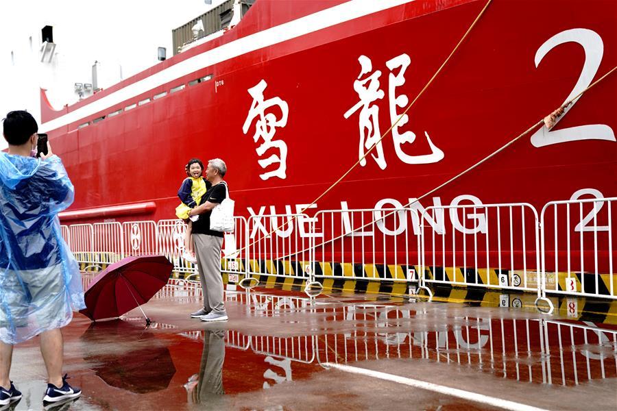 """中国航海日:""""雪龙2""""号亮相黄浦江"""