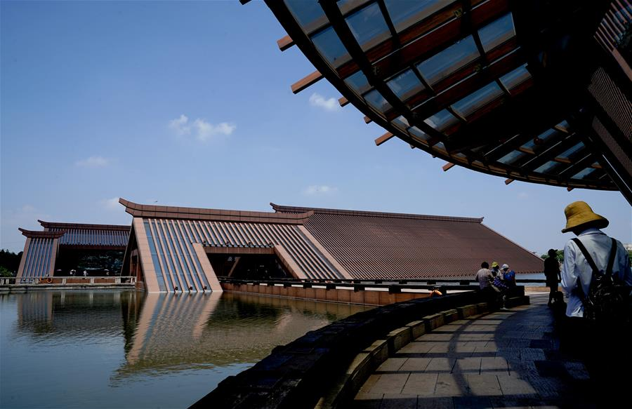 上海:广富林文化遗址吸引游客