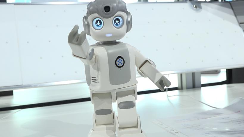 """高科技≠高冷,來看這臺""""萌萌噠""""的感知機器人"""
