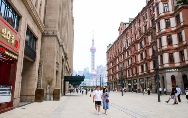 """华丽蝶变!""""中华商业第一街""""的日与夜"""