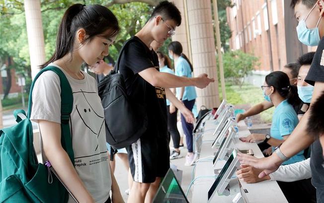 復旦大學迎來2020級本科新生