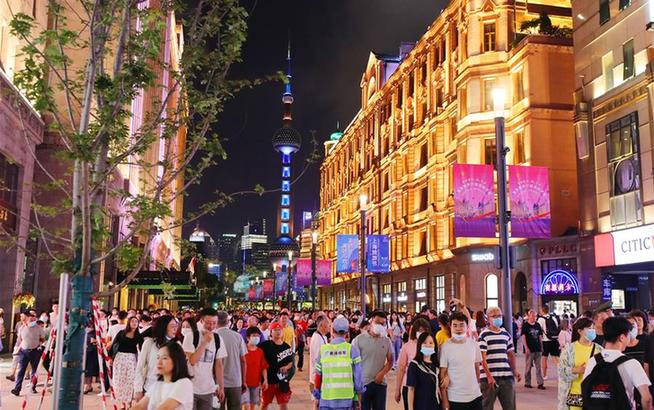 """上海南京路步行街東拓段亮燈""""開街"""""""