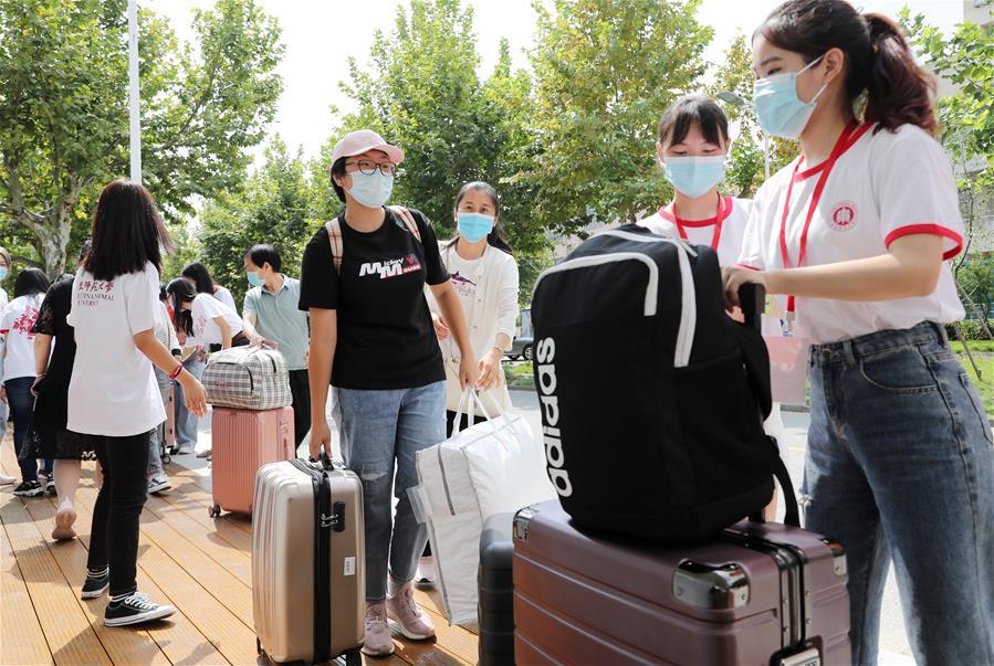 上海:華東師范大學迎接新生報到
