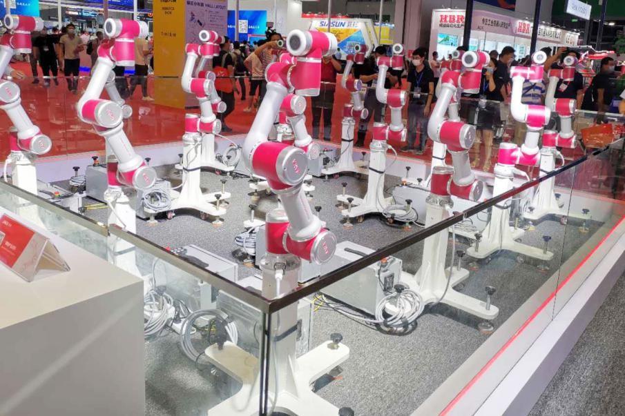 """用智能带动产业转型 协作机器人解锁""""创新密码"""""""