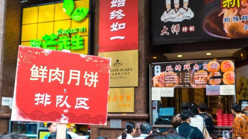 中秋前的南京路步行街,比观光队伍还长的是……