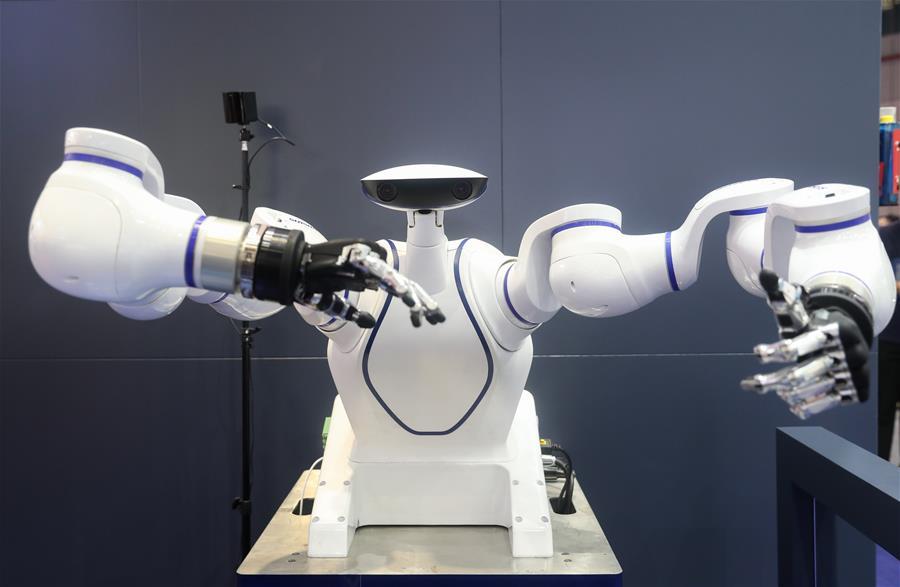 """机器人""""炫技""""工博会"""