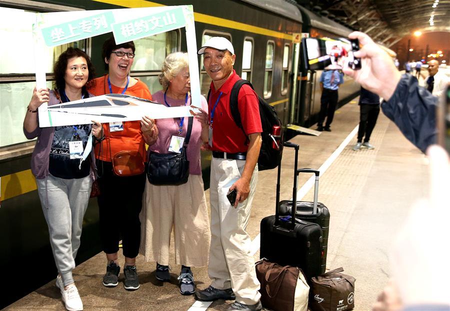 上海文山两地首次开通旅游专列