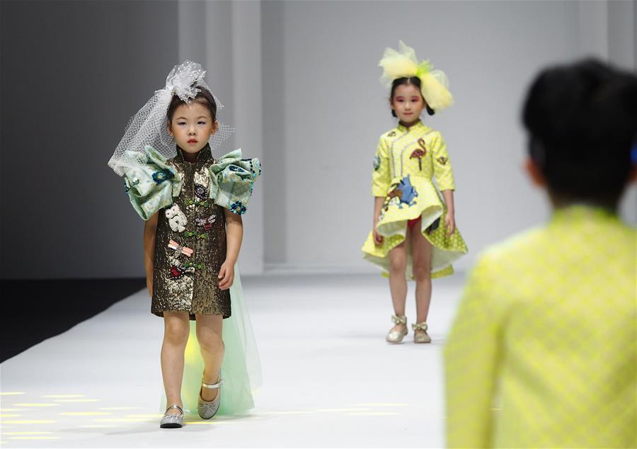 2021春夏上海时装周上演童装秀