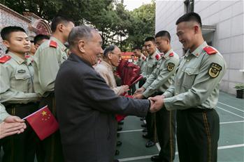 上海:迎接英雄送祝福