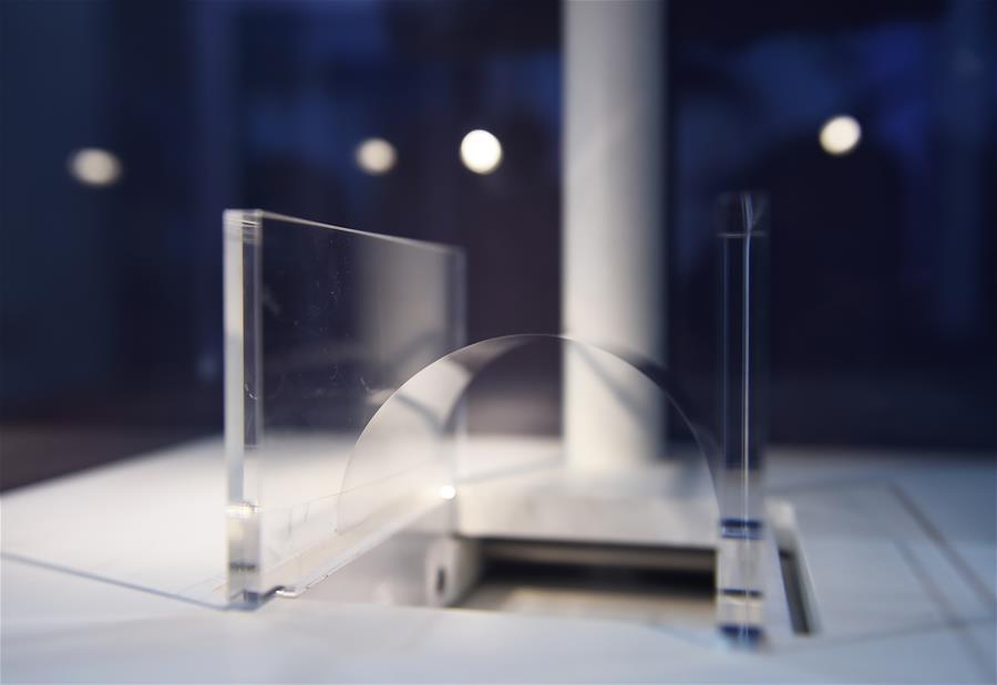 """特种玻璃产品进博会""""吸睛"""""""