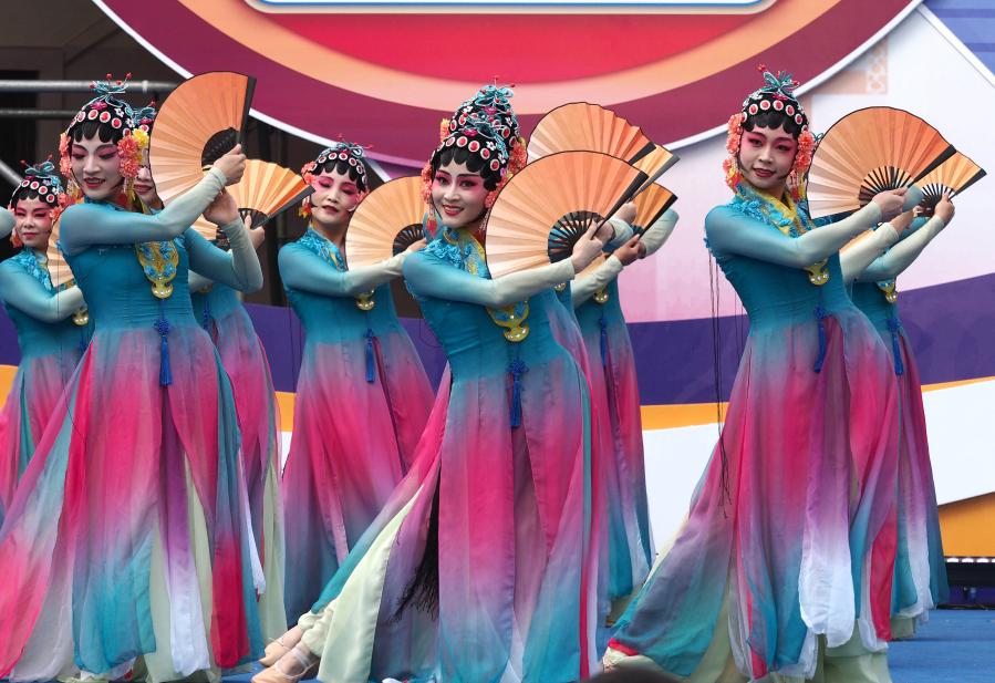 上海举行优秀广场舞作品展演