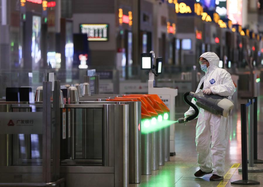 上海:加强火车站卫生消毒