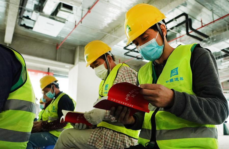 上海:普法宣传进工地