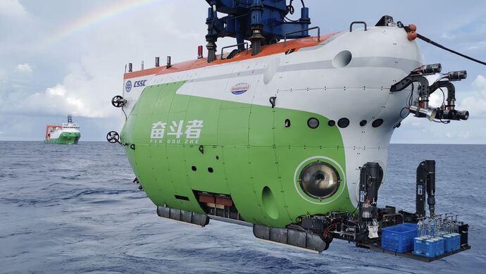 """深潜10909米 """"奋斗者""""号已经到了马里亚纳海沟最底部?"""